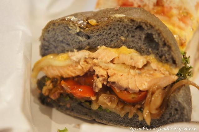 9.bighug-salmon burger (3)