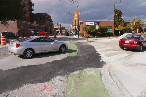 Terrible accommodation for bicycling on Milwaukee Avenue
