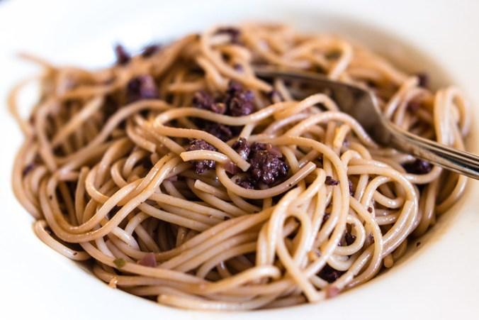 Spaghetti met worst en rode wijn @ Flickr