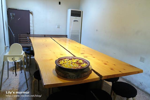 這是可以容納十多人的大長桌,家族好友一同用餐也不用擔心要分開坐。