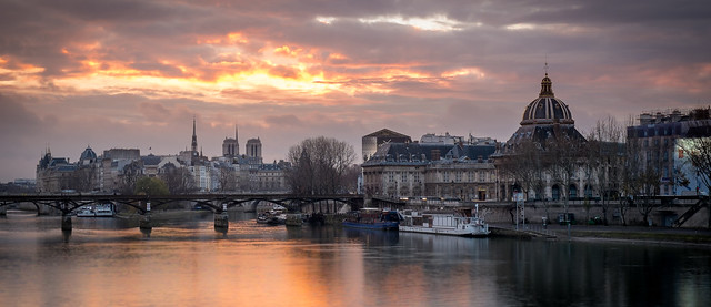 Ile Saint-Louis from a far away bridge over the Seine