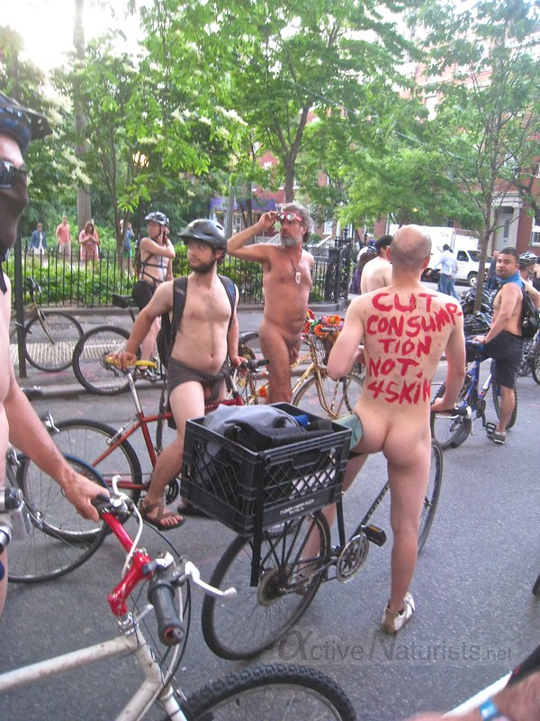 naturist 0008 World Naked Bike Ride 2013, New York, USA