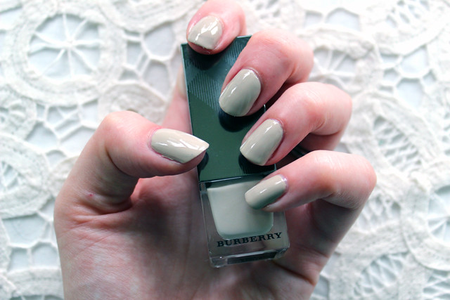 Burberry Stone nails