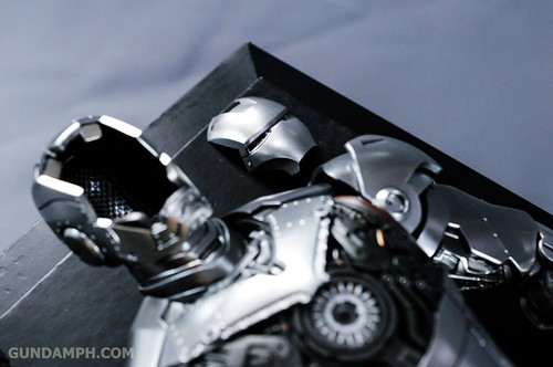 Hot Toys Iron Man 2 - Mk II Armor Unleashed Ver. Review MMS150 Unboxing (46)