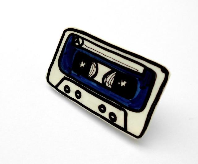 blue music cassette brooch 02