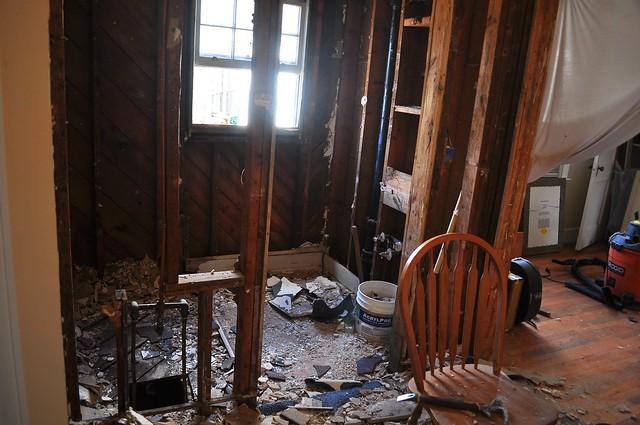 2012-02-05 Bathroom demolition 05