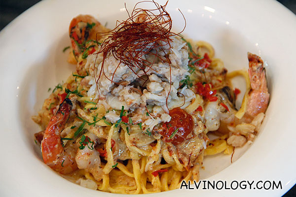 SPICY 'DIABLO' CRAB & PRAWN (Egg Tagliolini with prawns and crab claw tossed in a spicy egg sauce) - S$18.50