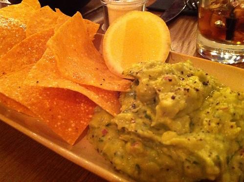 guacamole & corn chips