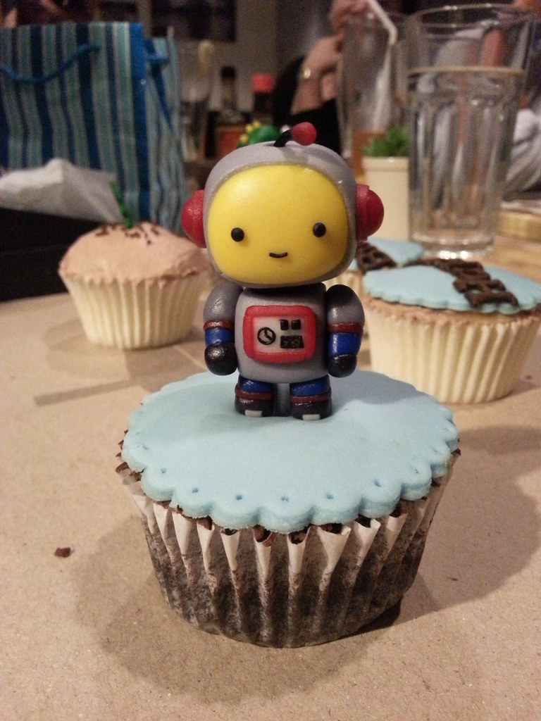 The Royal Piccadilly Proposal Cake The Robot Proposes To The
