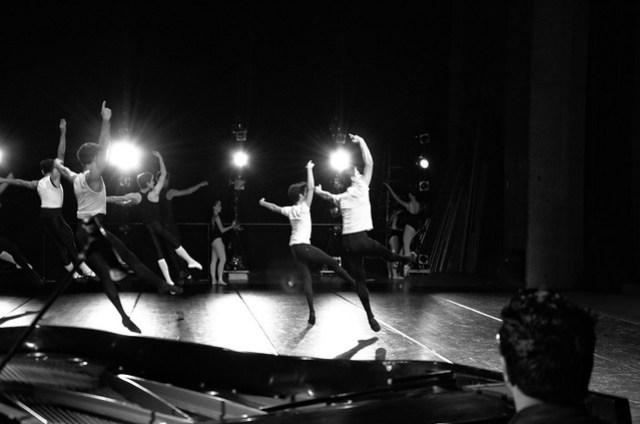 Men dancers jump