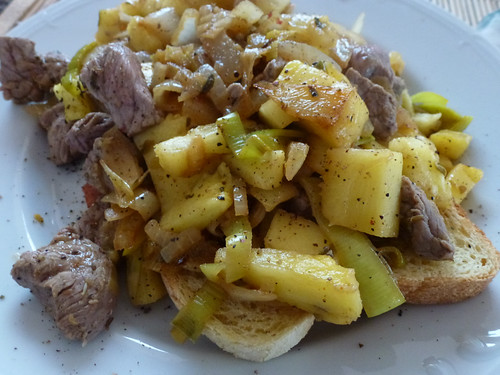 Toast with chicken, leek & Pinapple - Toast con pollo, porro e ananas