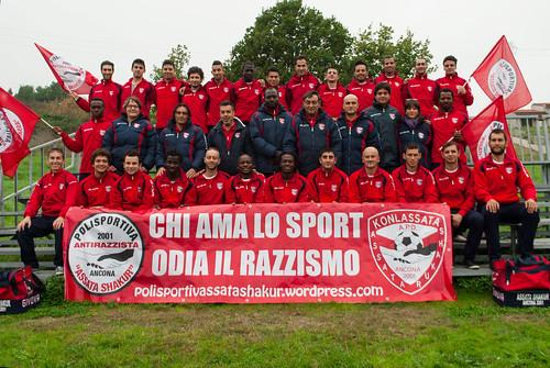 Konlassata - Foto di gruppo I - giocatori e dirigenti 2013/14 by Polisportiva antirazzista Assata Shakur Ancona