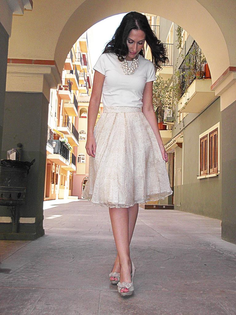 Skirt, chiffon, tutu , vintage, beige top, peep toes sandals, pin up, pearl necklace, fluorescent orange handbag, falda, gasa, tutú, top básico beige, sandalias peep toes , collar de perlas, bolso naranja flúor