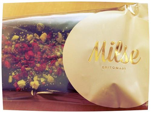 Strawberry and pistachio chocolate bar