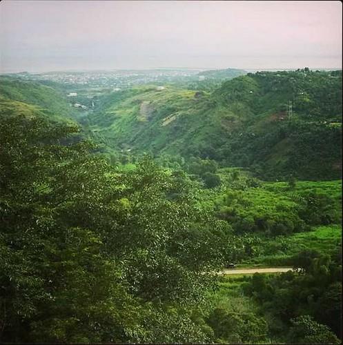 Overlooking Metro Manila skyline from Antipolo Mountain /  Sierra Madre