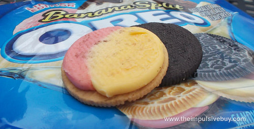 Limited Edition Banana Split Oreo Closeup 1
