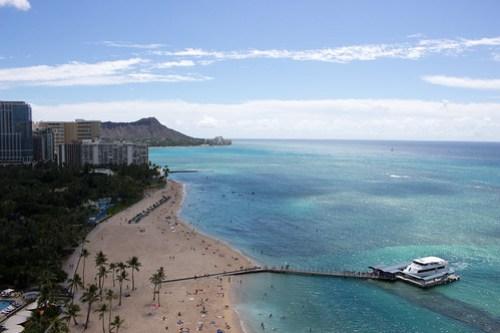 レインボータワーの客室からビーチ方向の眺め
