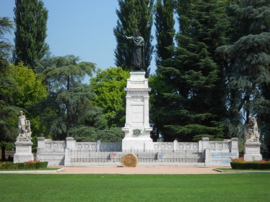 monumento a Virgilio, Piazza Virgiliana, Mantova