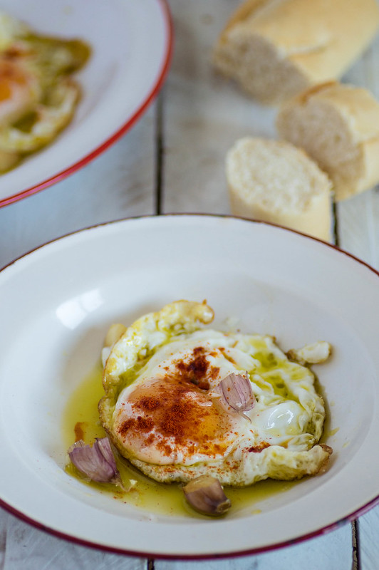 Huevos fritos con pimentón