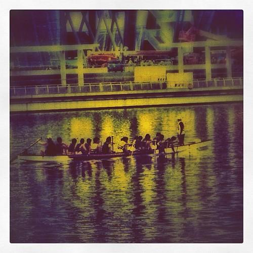 Rowing on Marina Bay #singapore by @MySoDotCom