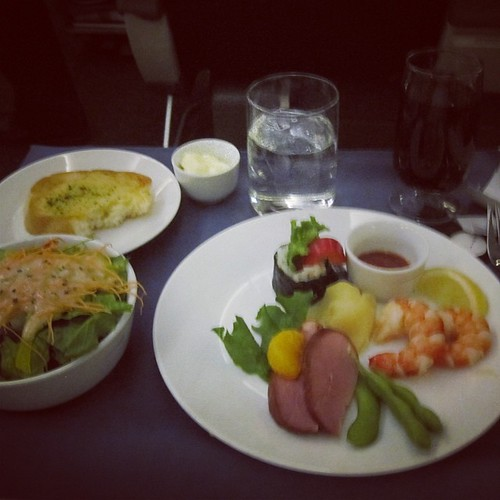 Appetizers on United #hkg by @MySoDotCom