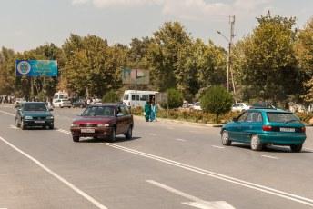 Het eerste model Opel Astra is mateloos populair in Tadzjikistan. Iedereen en zijn moeder heeft er één.