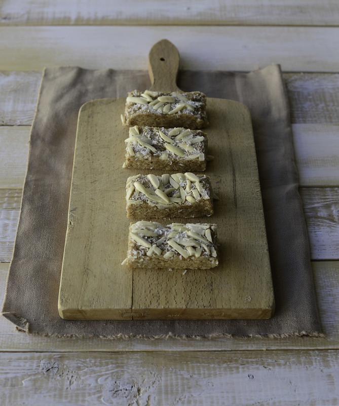 No Bake Oatmeal Breakfast Bars - Pineapple & Coconut