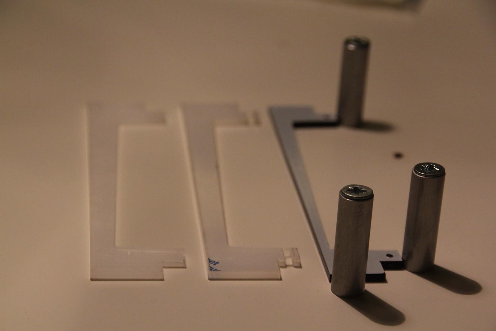 Jig for gluing/assembling hinges