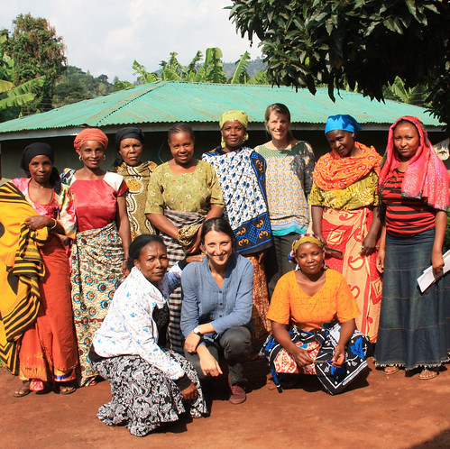 Alessandra Galie and Signe Nelgen with Tanzanian women cow keepers