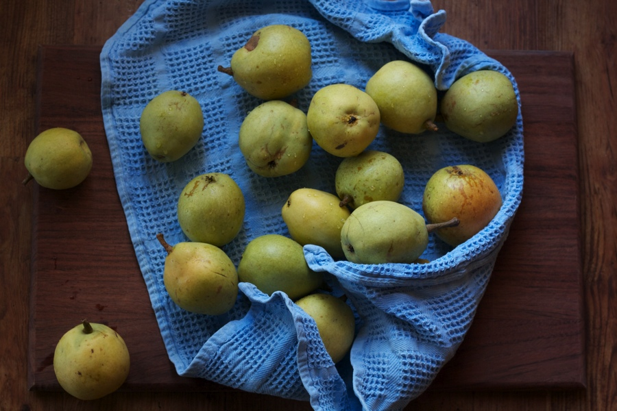 pears above