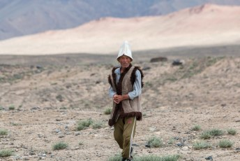 De eerste Tadzjiek, een schaapsherder, had eenzelfde traditionele hoed op als de mensen in Kirgizië.