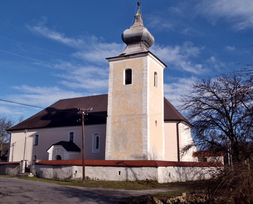 Ev. kostol v D. Strhároch - pohľad zpredu
