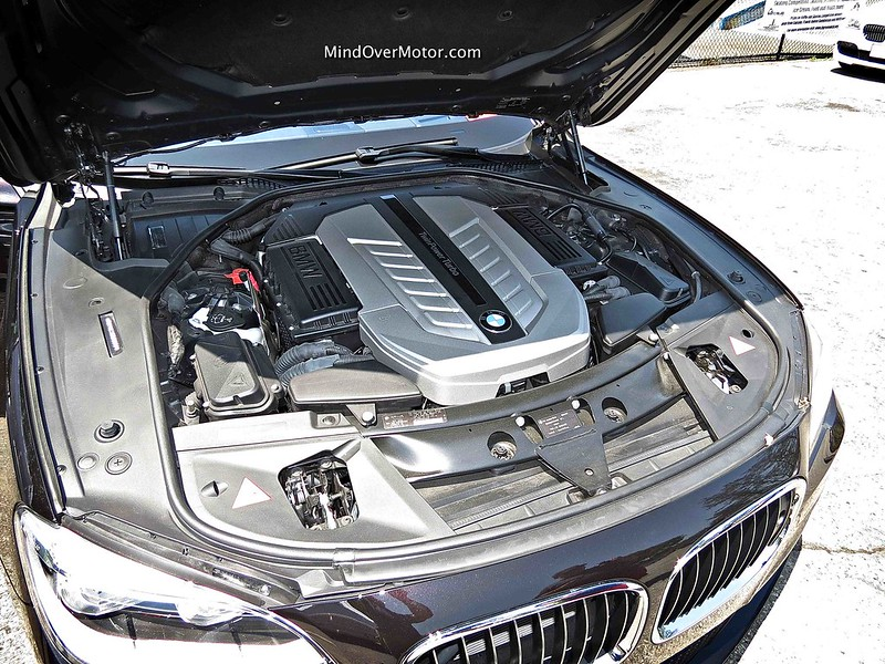 BMW 760Li 6.0L Twin Turbo V12 Engine
