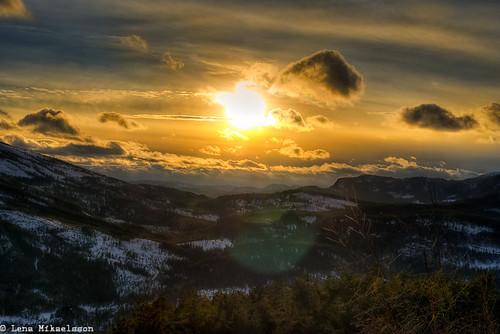 Utsikt over Lifjell mot Tjorbufjell, Bø i Telemark, Norge by Øyeblikker