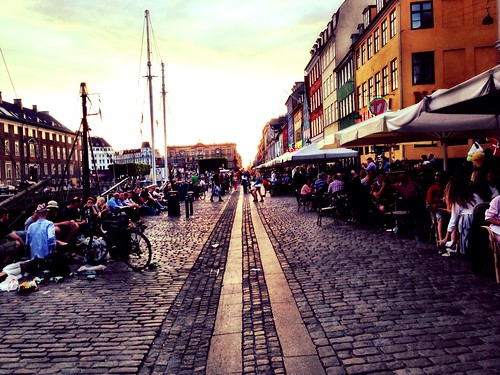 Evening at Nyhavn by SpatzMe