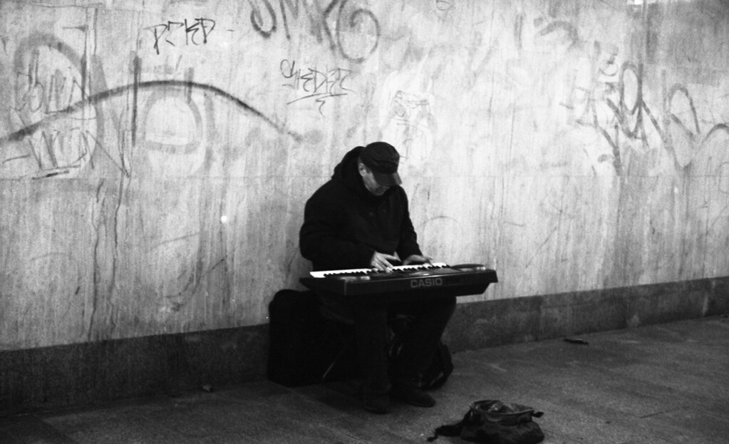 Kiev 4 + Helios 103 - Street Musician