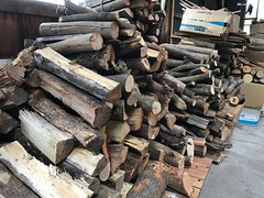 薪がたくさん