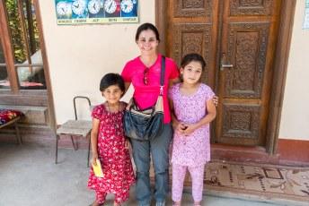 De kinderen uit de buurt gaven ons een 'rondleiding' door de moskee.