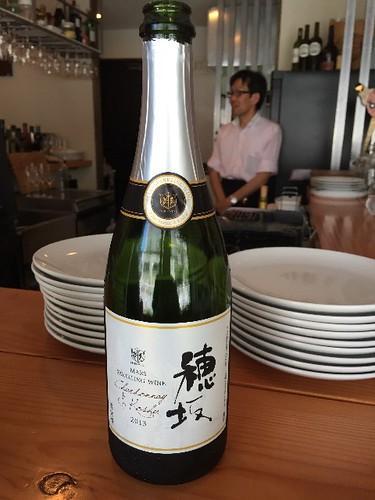ウエルカムスパークリングワインですよ! 名前は、「穂坂」ですよ!