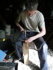 peening a scythe with the jig