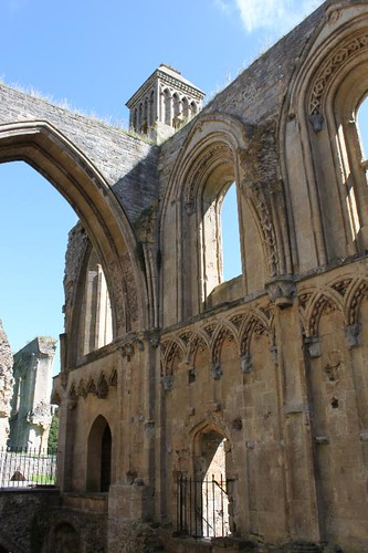 20120830_6479_Glastonbury-abbey_Small