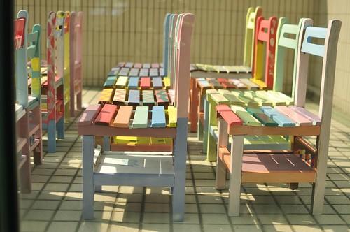 到yoyo班彩繪小學椅:穿著雨衣來彩繪(小四上學期,9.5ys)