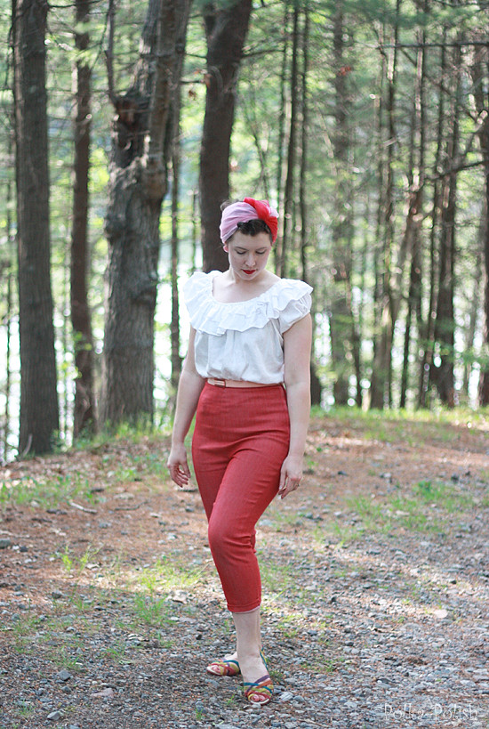 casual vintage walking outfit