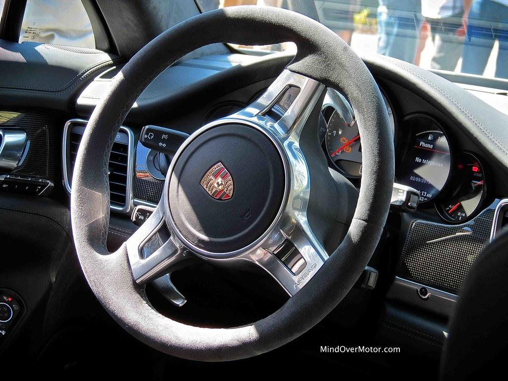 2013 Porsche Panamera GTS sport steering wheel