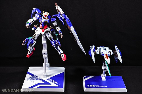 Metal Build 00 Gundam 7 Sword and MB 0 Raiser Review Unboxing (109)