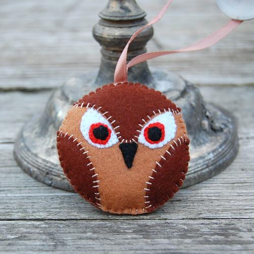 owl medallion light