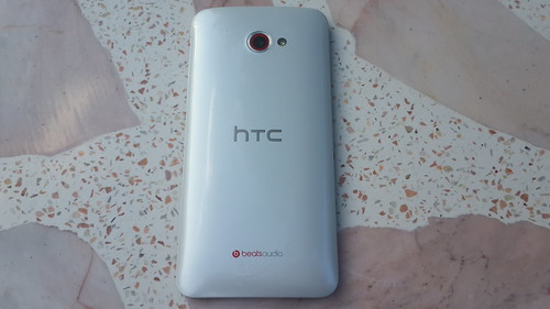 HTC Butterfly S ด้านหลัง