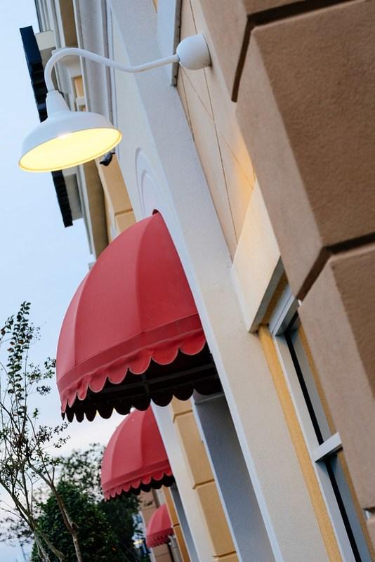 97/365 - Red Overhangs