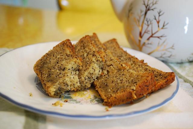 Lemon Poppyseed Teacake (vegan & gluten free)