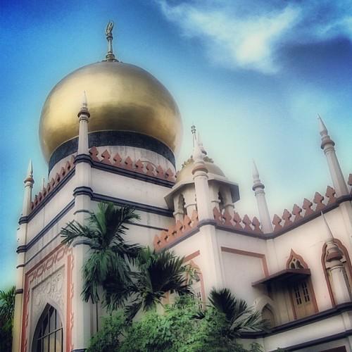 Beautiful #mosque #singapore #arabstreet by @MySoDotCom